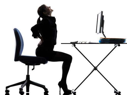 Falsches Sitzen verursacht Rückenschmerzen