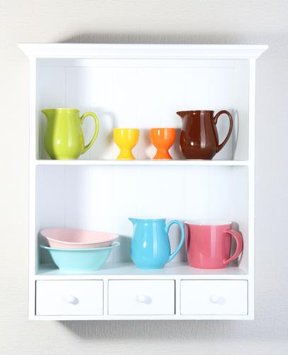 Schrank mit Geschirr