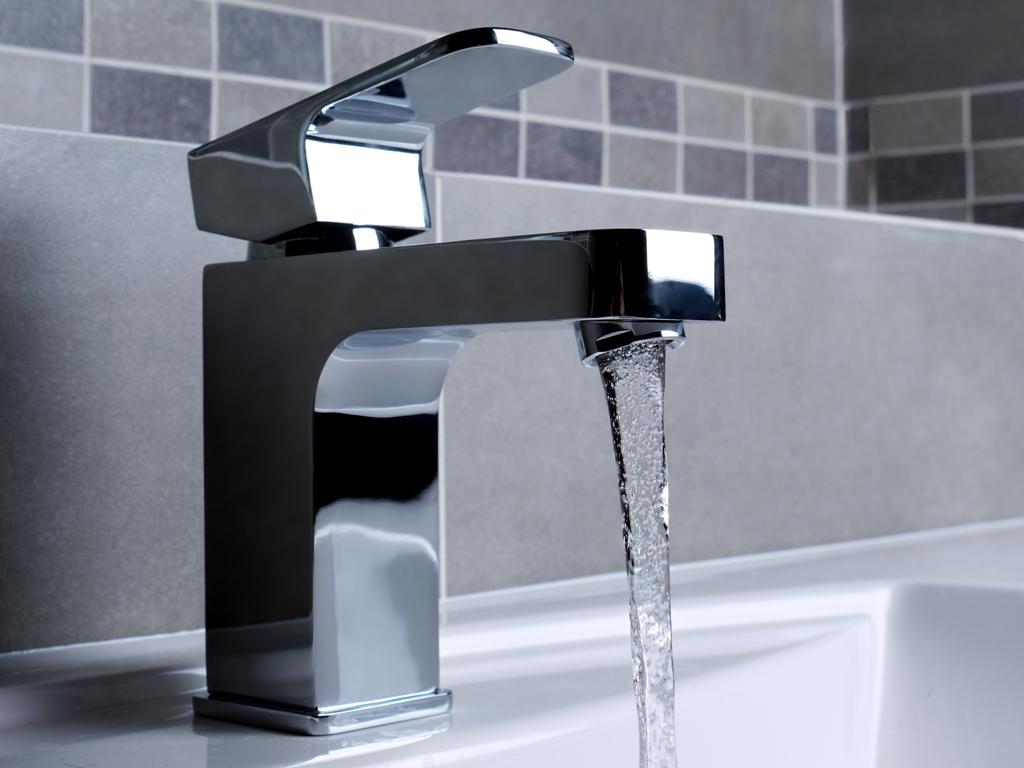 Badezimmer Armaturen Klassisch : Neuer Look fürs Badezimmer ...